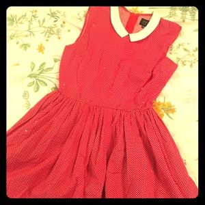 Adorable strapless red dress with collar